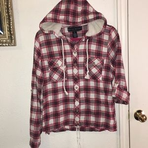🌀Red and white flannel top w furry hood Sz XL Jrs